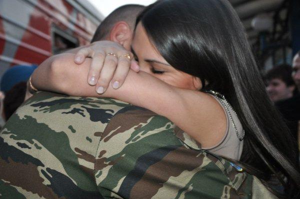 Пентагон: На обучение военных своевременным поцелуям было потрачено 700 тысяч долларов