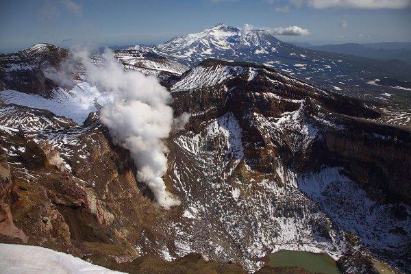 Очевидцы сняли на видео извержение вулкана на Гавайях