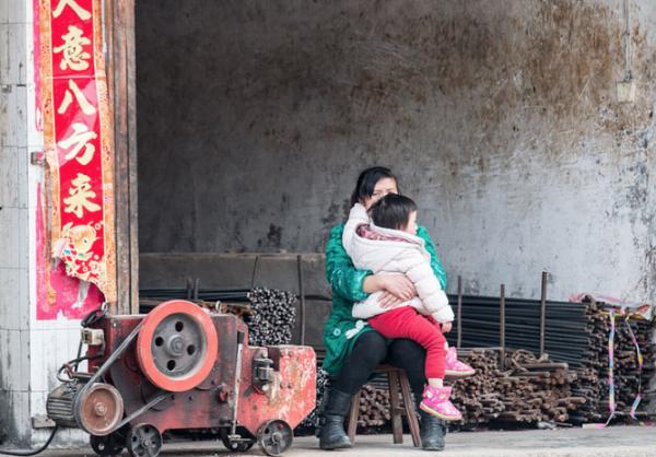Полиция Китая арестовала женщину-миллионера, усыновившую 118 детей