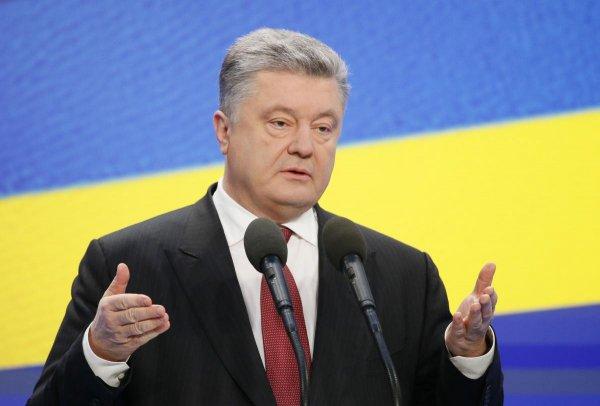 Порошенко пообещал Украине восстановить мир