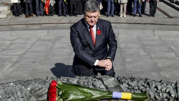 Украинские СМИ заявили, что капитуляцию Германии подписал Петр Порошенко