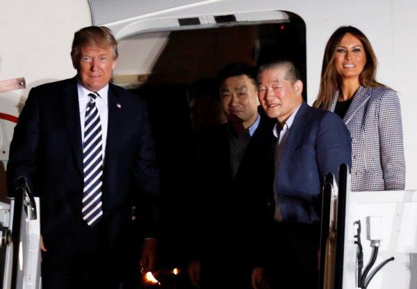 Трамп лично встретил трех американцев, освобожденных из тюрем КНДР