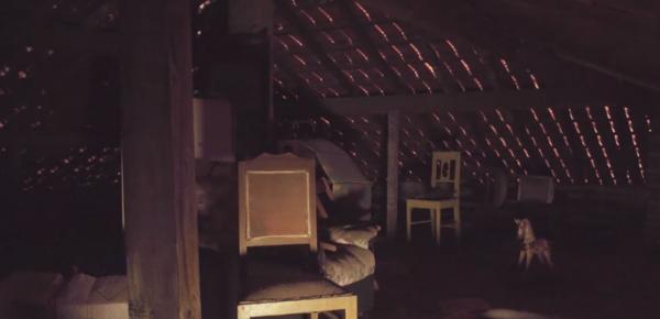 Семья поймала на видео призрака, пугавшего их шесть лет