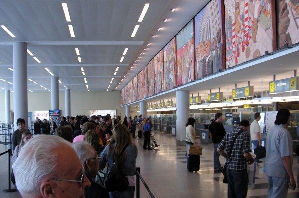 Сотрудники аэропорта в США пытались снять с канадского министра тюрбан