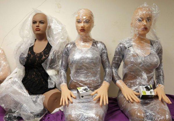 Московских проституток могут заменить резиновые куклы