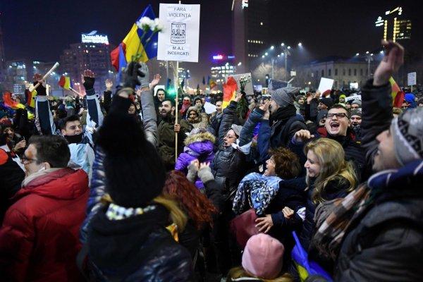 В Румынии тысячи граждан вышли на акции протеста против властей