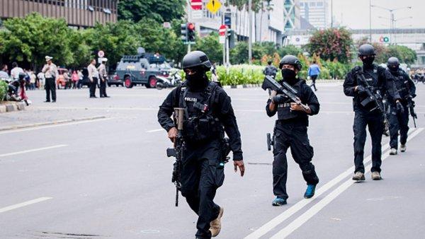 В Индонезии террористы взорвали несколько церквей: 11 человек погибли и десятки пострадали