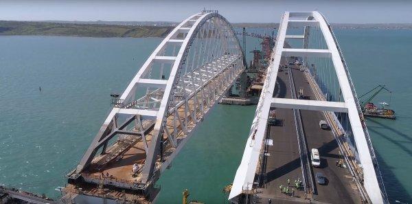 Крымский мост проверили на прочность тяжелыми грузовиками