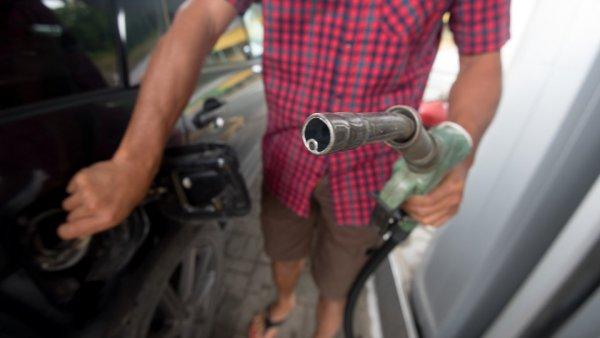 В Греции «из-за выхода США из иранской сделки» подорожал бензин