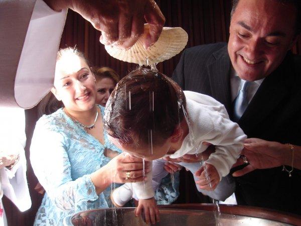Священник проявил чрезмерную жестокость во время крещения младенца