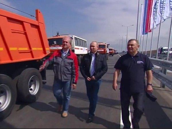 Крымский мост открыт: Владимир Путин сел за руль