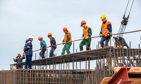 Глава Минтраспорта вручил строителям Крымского моста медали