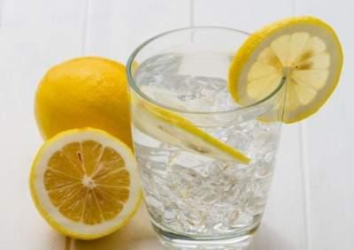 Эксперт рассказал, чем полезна вода с лимоном