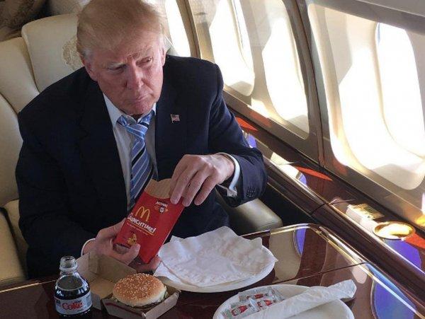 Трамп обманывает природу и продолжает есть бургеры на диете