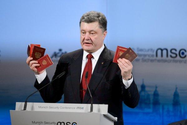 Порошенко не станет лишать крымчан украинского гражданства