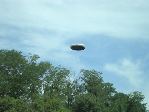 Жители Флориды сняли на видео НЛО в дневное время