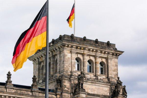 СМИ узнали о получении немецкой разведкой «Новичка» в начале 90-х