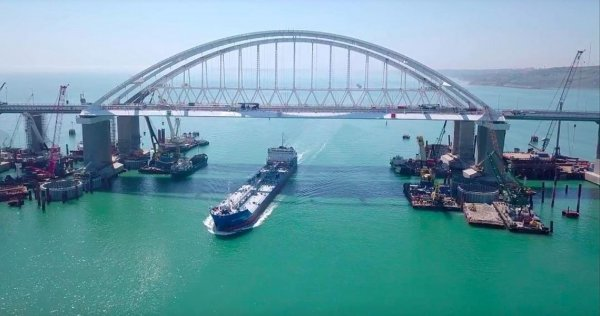 В Госдуме посоветовали подарить Украине картонный Крымский мост