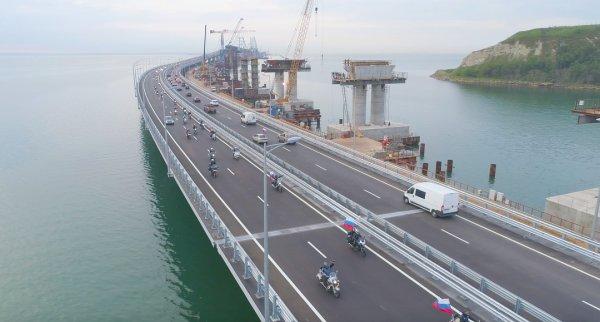 Экс-советник Кучмы пригрозил разрушить Крымский мост грязевым вулканом
