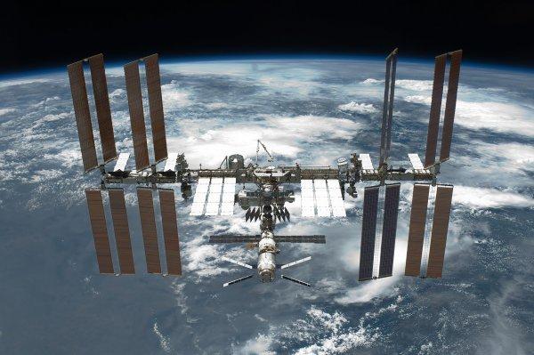 Роскосмос: В 2019 году США будет летать к МКС независимо от РФ