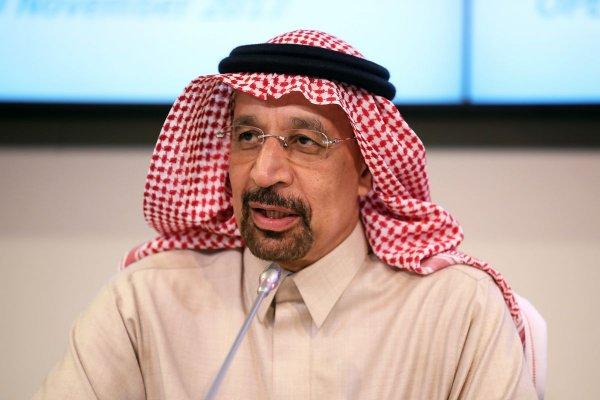 Саудовская Аравия и ОАЭ обсудят с РФ обстановку на рынке нефти