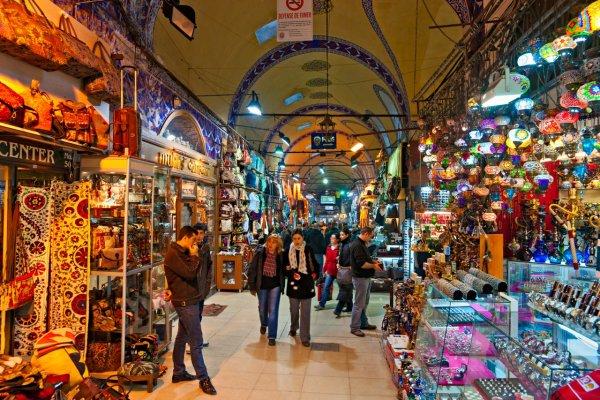 В канун Рамадана товары на рынке в Стамбуле стали бесплатными