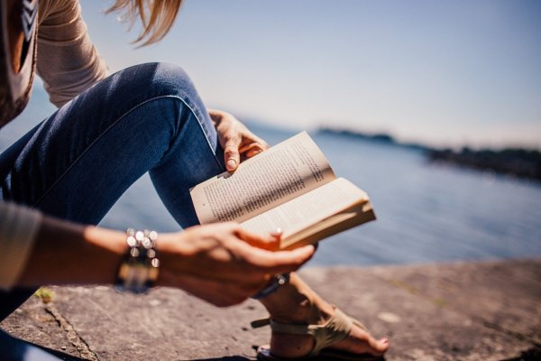 Ученые назвали плюсы ежедневного чтения книг