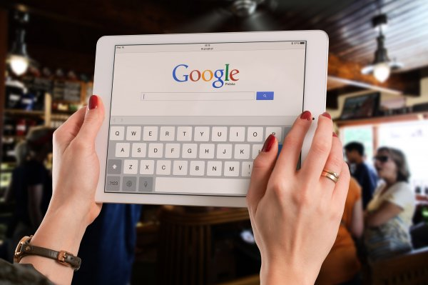 Google обвиняют в слежке за пользователями в Safari