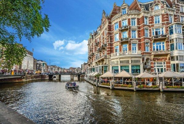 В Амстердаме пьяный британец погиб при попытке справить нужду в канал