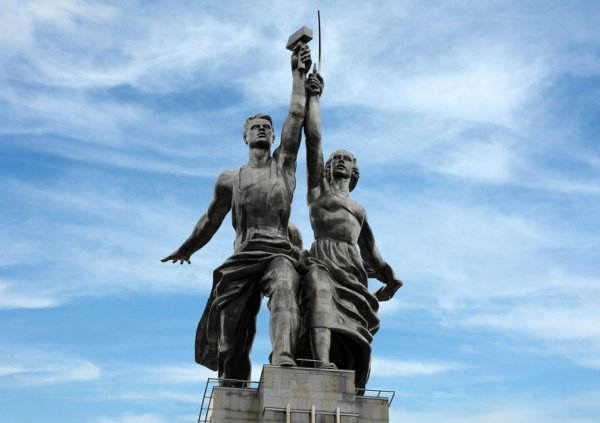 «Рабочего и колхозницу» скульптор планировала обнажить