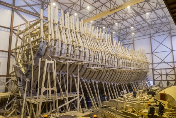 В Петербурге спустят на воду копию корабля, созданного Петром Великим