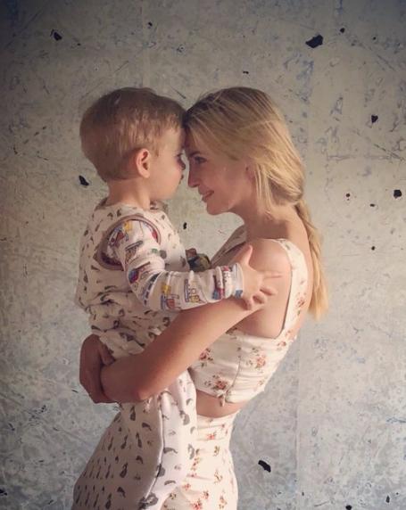 Дочь Трампа раскритиковали за то, что обняла сына