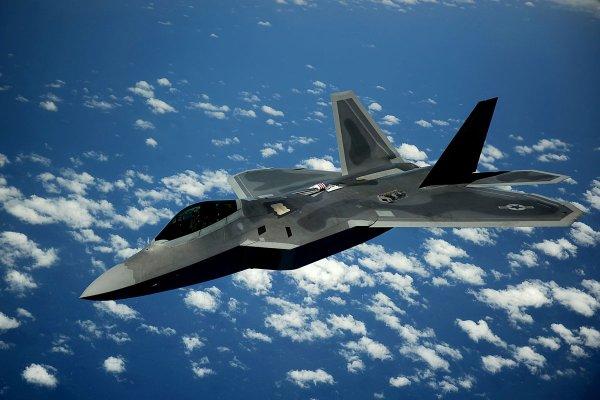 США перебросили в Японию 14 истребителей перед саммитом с КНДР