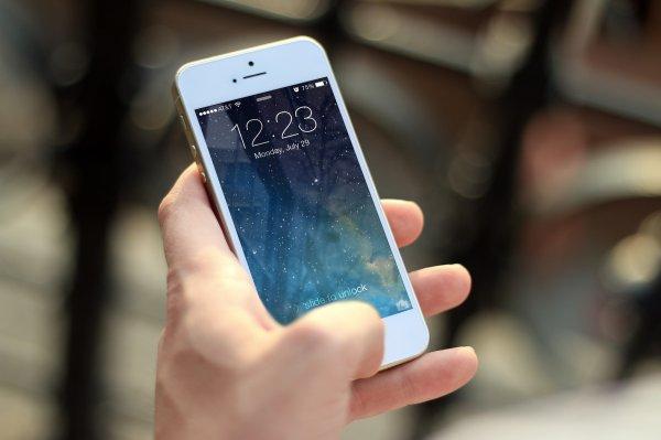Новая уязвимость: Siri разрешает читать сообщения на iPhone без ввода пароля