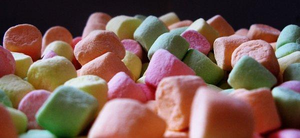 В Великобритании введут запрет на продажу сладостей возле кассы