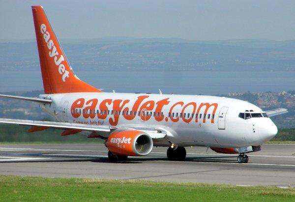 В Британии хулиганы перепутали самолет с ночным клубом и сорвали рейс