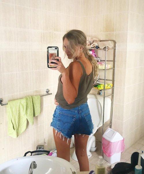 Снимок девушки с обмоченными штанами не произвёл должного эффекта в Сети