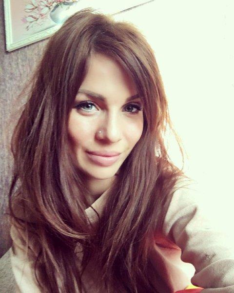 «Мечта любого парня»: Александра Гозиас похвасталась аппетитной попой