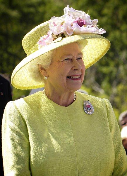 Королева Великобритании поздравила Путина и россиян с Днем России