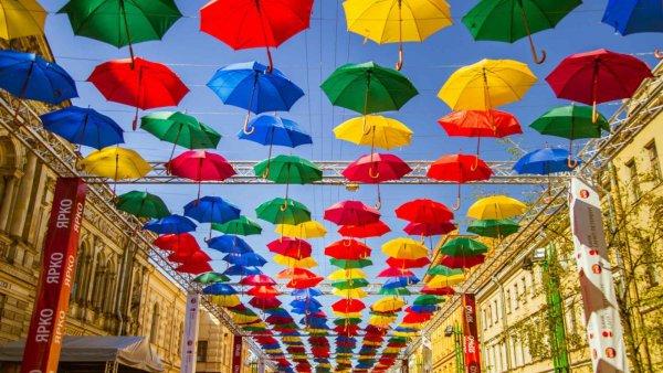 У жителей Петербурга потребовали миллион за «Аллею парящих зонтиков»
