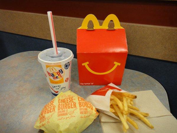 McDonald's заменит пластиковые трубочки бумажными соломинками