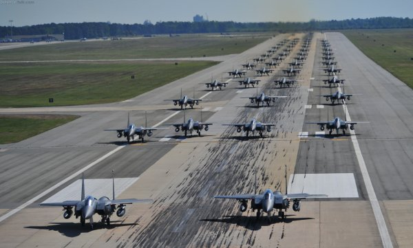 В Японии два истребителя F-15 едва не сбили пассажирский самолет