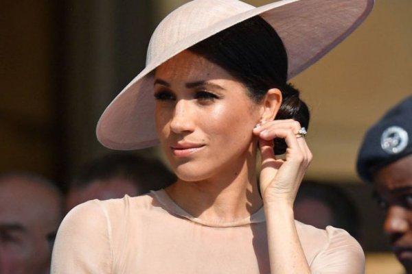 Королевский провал: Меган Маркл не смогла отказаться от картошки фри и вина