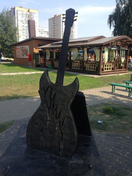 В Воронеже разобрали памятник Горшку, разрушенный вандалами