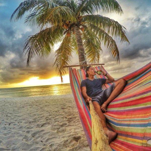 На пляжах в Индии запретили делать селфи