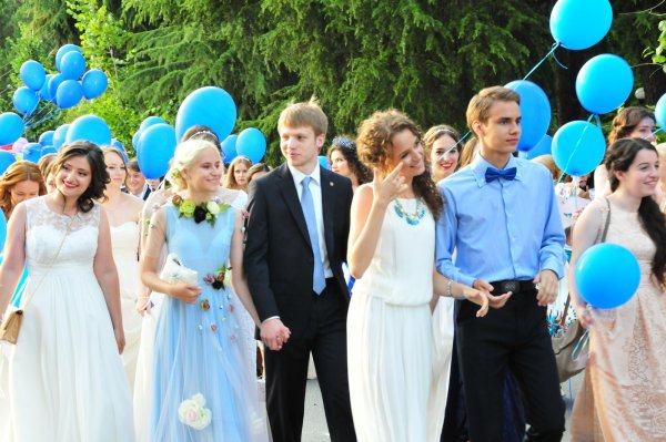 Шесть тысяч школьников отметили всероссийский выпускной в Кремле