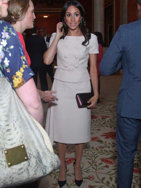 Новая икона стиля: Королева Испании стала подражать стилю Меган Маркл