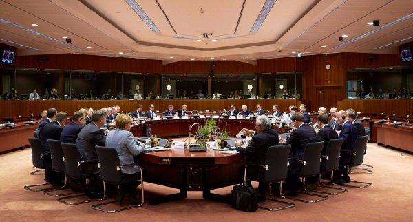 СМИ: Саммит ЕС продлил санкции против России