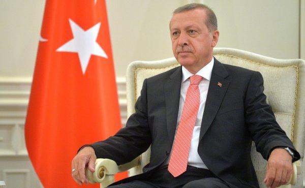 Репрессии от Эрдогана: В Турции массово увольняют чиновников и силовиков