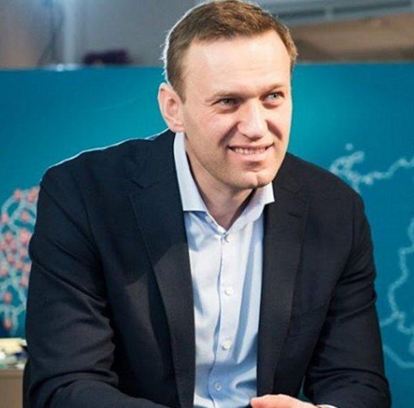 Алексей Навальный продолжил посещать место смерти Бориса Немцова